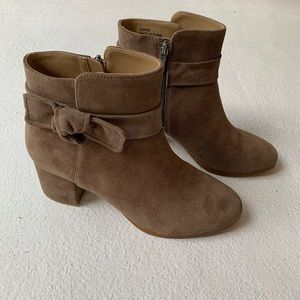Neiman Marcus taupe booties size 8 M